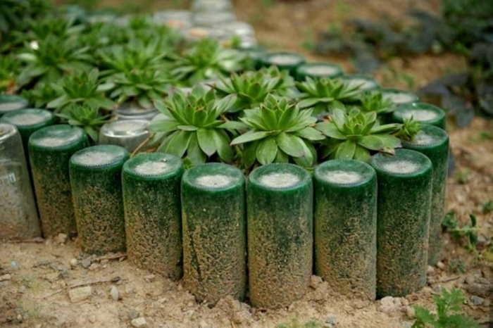 Ограждение из стеклянных бутылок. Фото: domnomore.com.